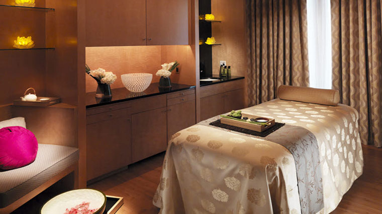 What kind of massages are offered at the spa at mandarin for Salon oriental