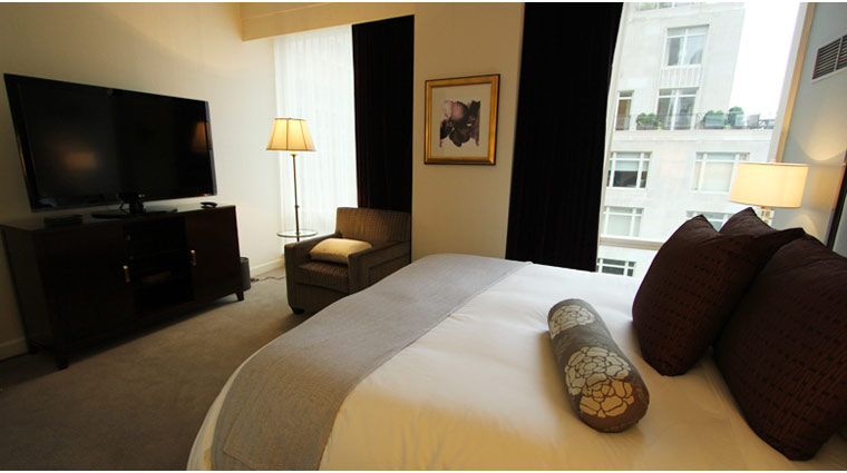 Trump International Hotel & Tower New York Park View Suite Bed and TV
