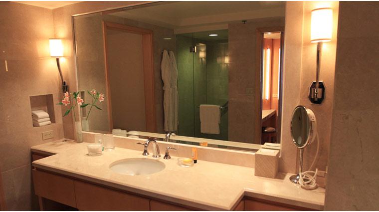 L'Ermitage Beverly Hills Premier Guestroom Bathroom Vanity